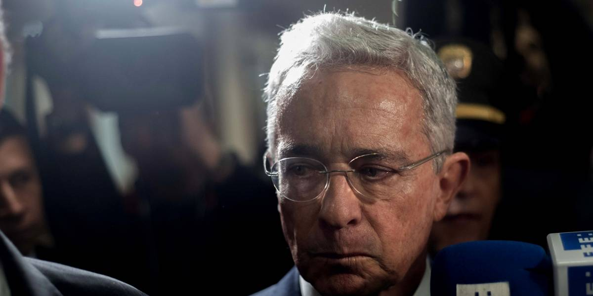 Álvaro Uribe da positivo a COVID-19, un día después que ordenaran su arresto domiciliario