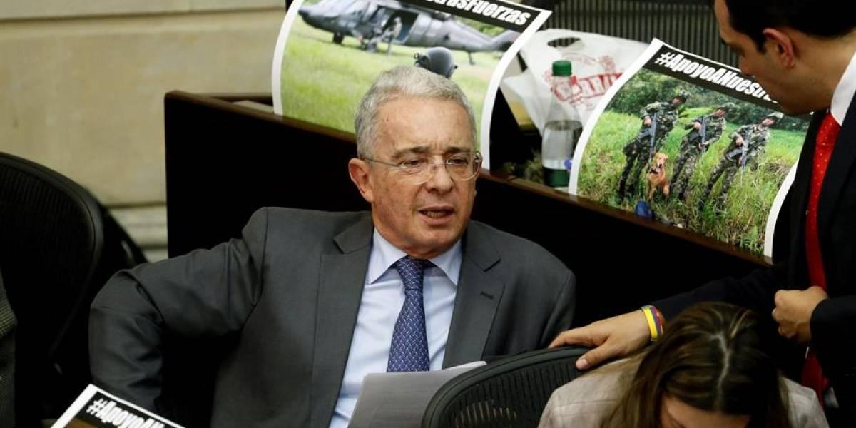 En pocas horas Álvaro Uribe dejaría de ser senador de la República hasta nuevo aviso