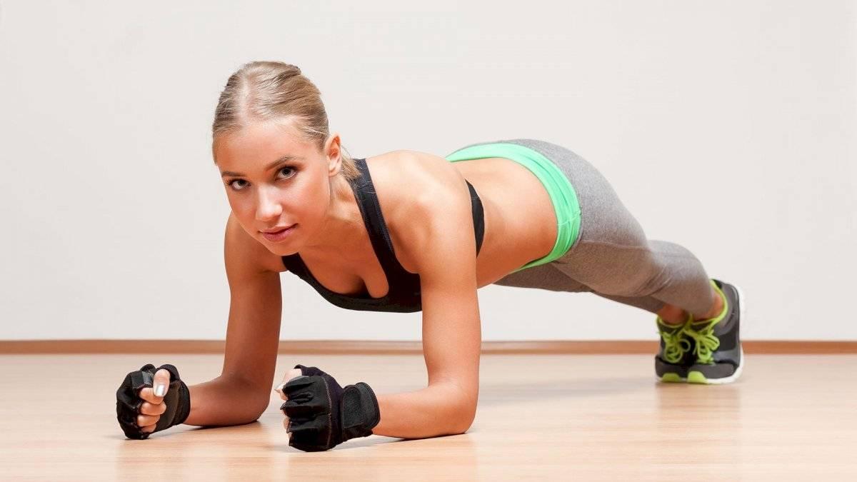 Las llamadas planchas trabajan abdomen, glúteos y espalda a la vez