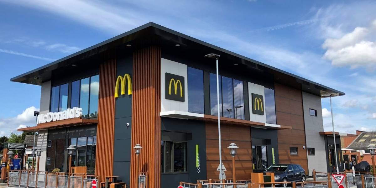 Desafortunado hallazgo: un cliente encontró una mascarilla dentro de un nuegget de McDonald's