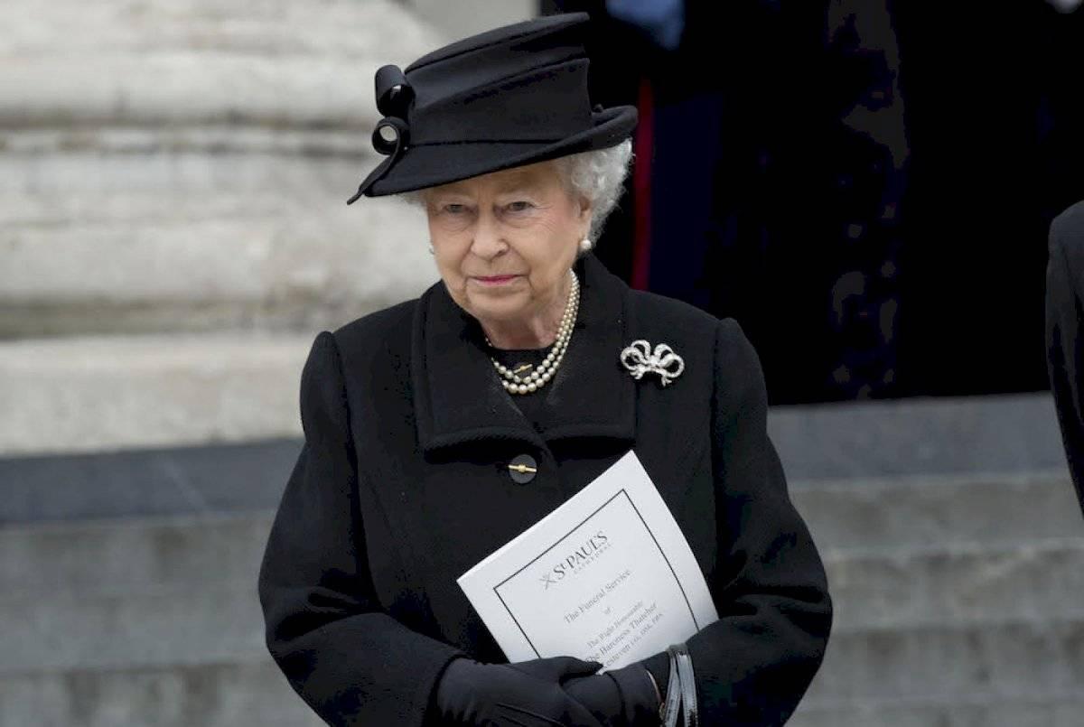Los miembros de la realeza británica siempre deben viajar con un atuendo negro por si muere un familiar.