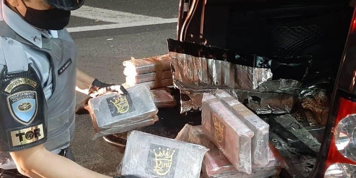 Polícia encontra 83 tabletes de cocaína em carro de luxo no interior de SP