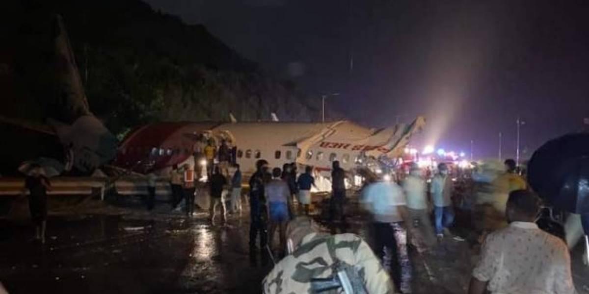 Avião se parte ao meio ao aterrissar na Índia