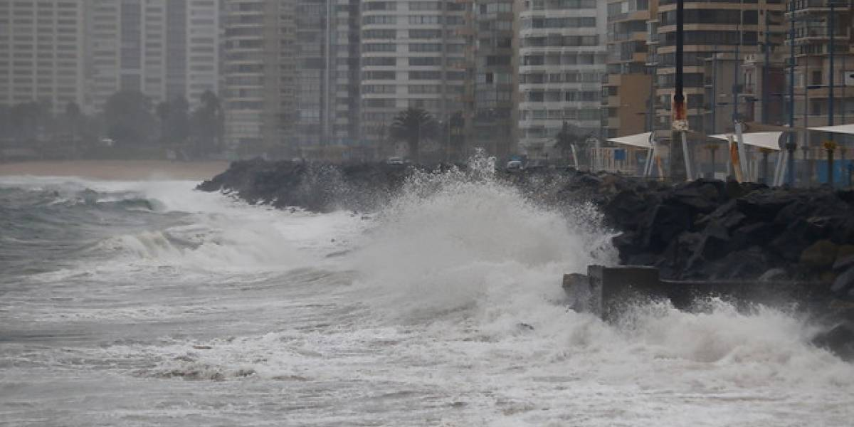 A tener cuidado: Armada emite alerta por marejadas con olas de hasta 4 metros durante el fin de semana
