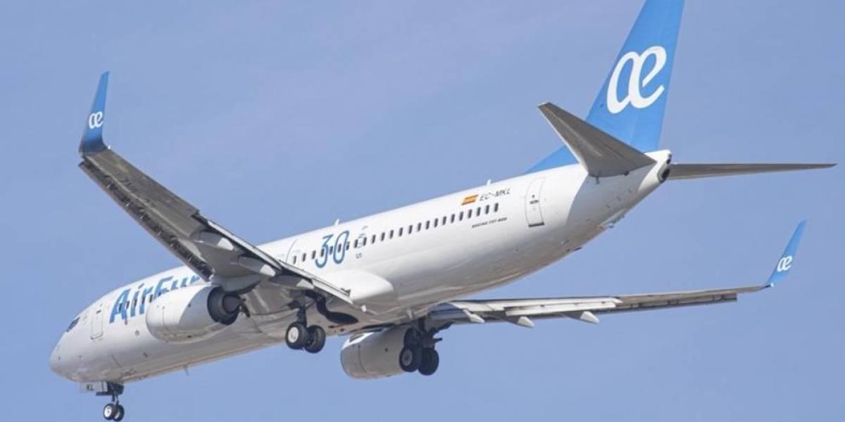 Pasajero sin mascarilla obligó a desviar un avión en España