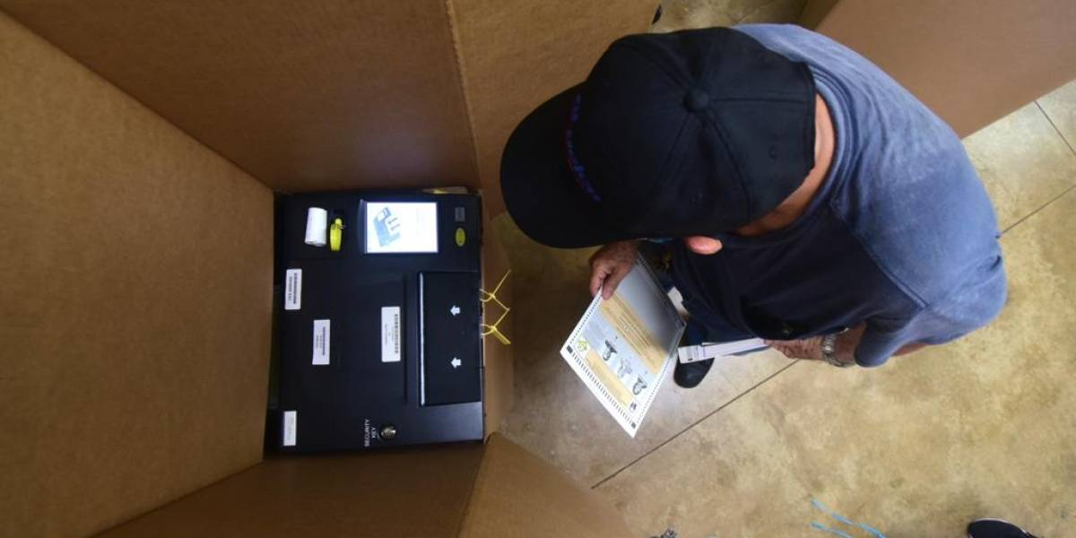 Consenso para contratar más compañías de impresión de papeletas para las elecciones
