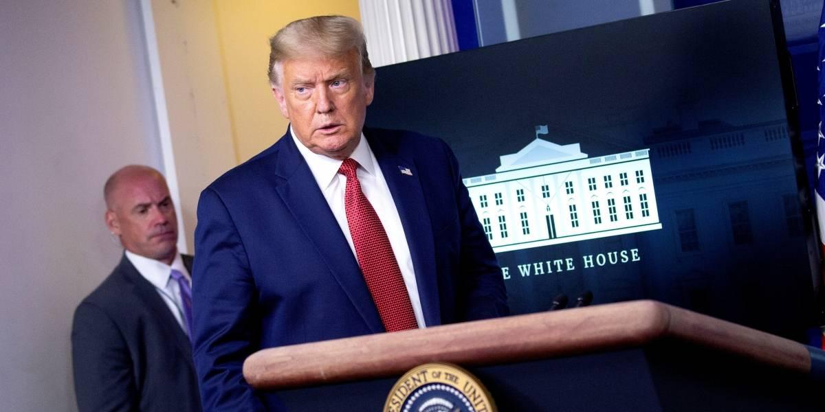 Sacan a Donald Trump de una rueda de prensa por un tiroteo junto a la Casa Blanca (video)