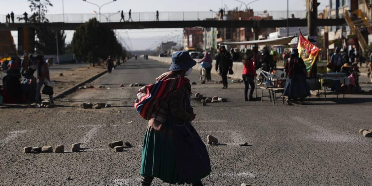"""Bolivia vive horas dramáticas: """"Inminente situación de desastre"""" por protestas que bloquean principales ciudades"""