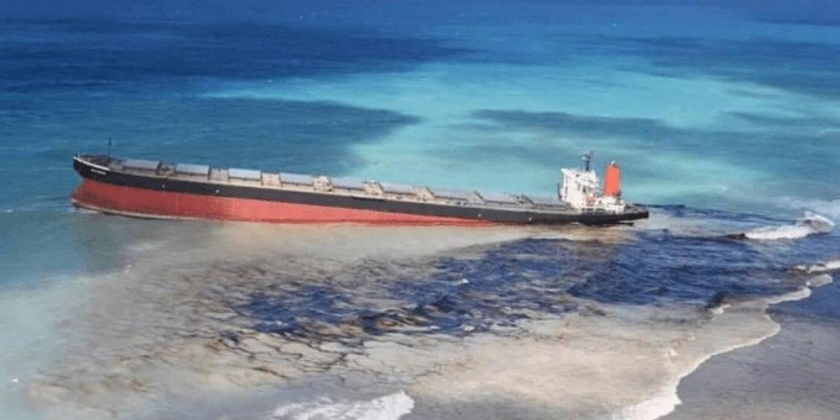 Navio está há 15 dias despejando petróleo no mar das Ilhas Maurício