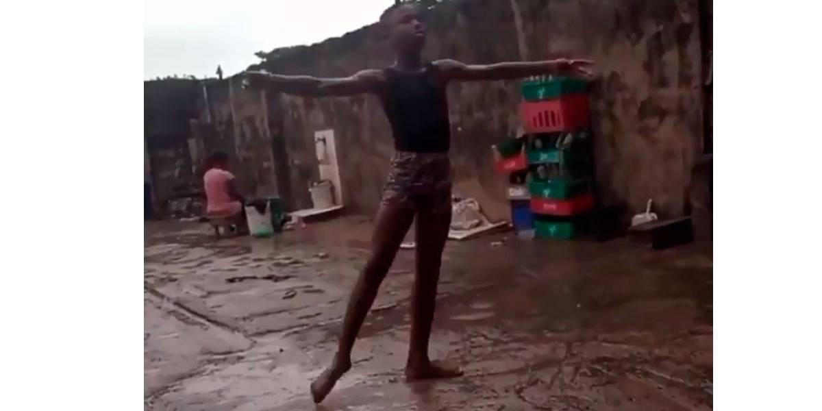 Vídeo: Garoto que viralizou dançando balé na chuva ganha bolsa da NYC Ballet Company