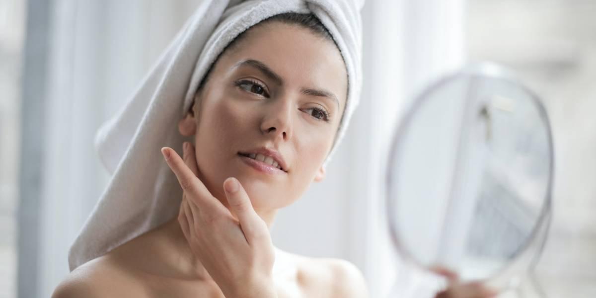6 passos para fazer uma limpeza facial em casa sem machucar sua pele