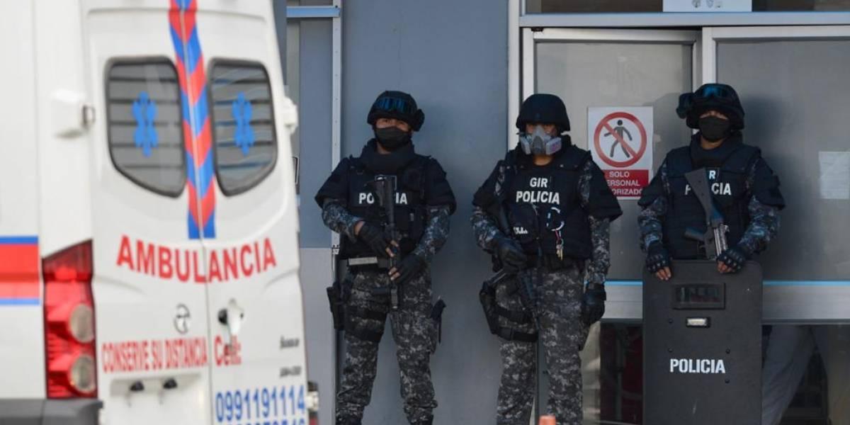 Abdalá Bucaram fue llevado al hospital por quebranto en su salud antes de trasladarlo a Quito