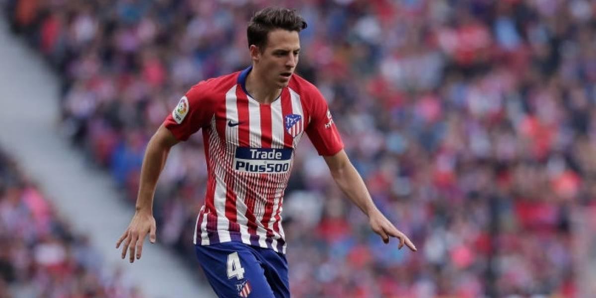 Santiago Arias volvió de las vacaciones contagiado de COVID 19, informó el Atlético