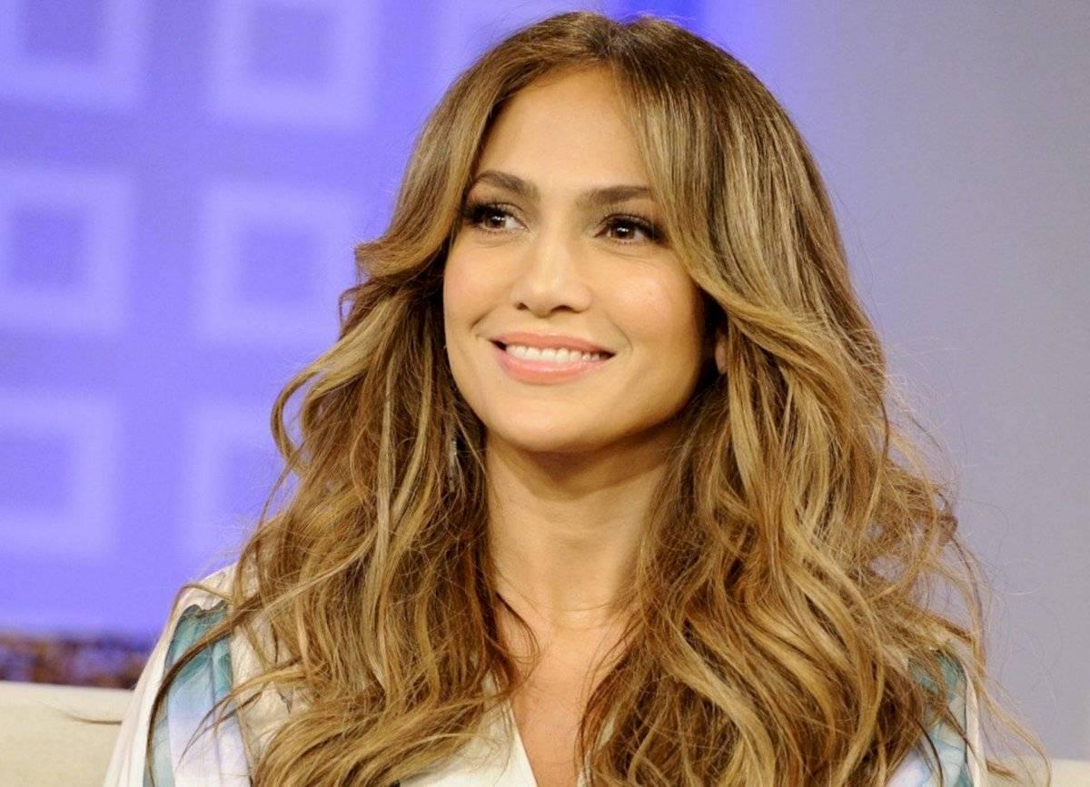 El rubio miel es uno de los preferidos de Jennifer Lopez y es ideal para ahorrarnos visitas a la peluquería