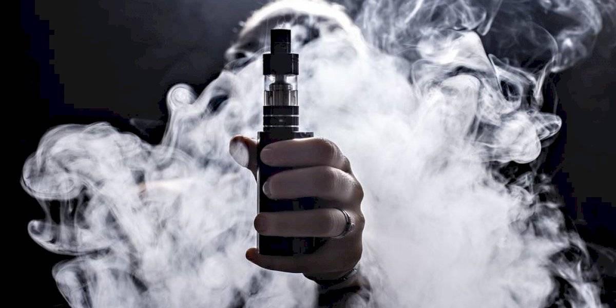 Jóvenes que usan vaporizadores tienen cinco veces más probabilidades de tener coronavirus, según estudio