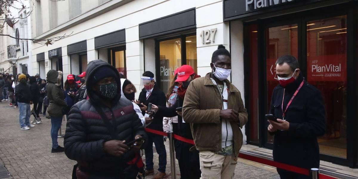 """Conadecus rechaza """"exitismo"""" de las AFP en primer día de pago del 10 por ciento"""