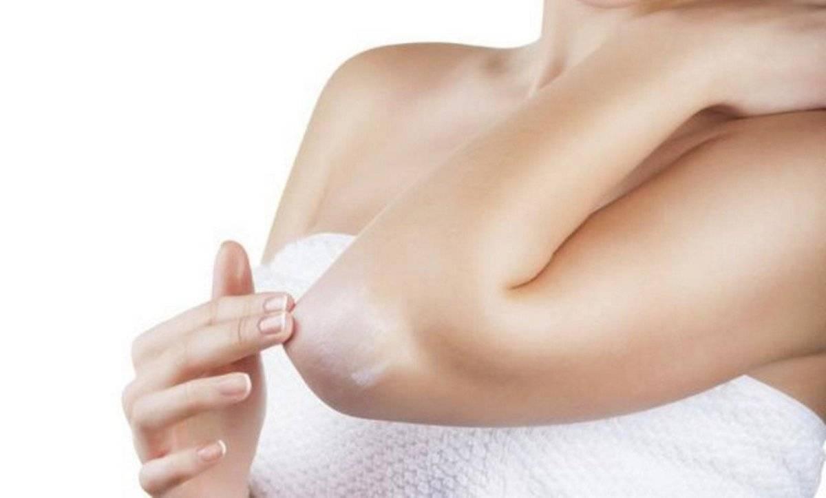 La exfoliación mejora la textura de codos, rodillas y talones