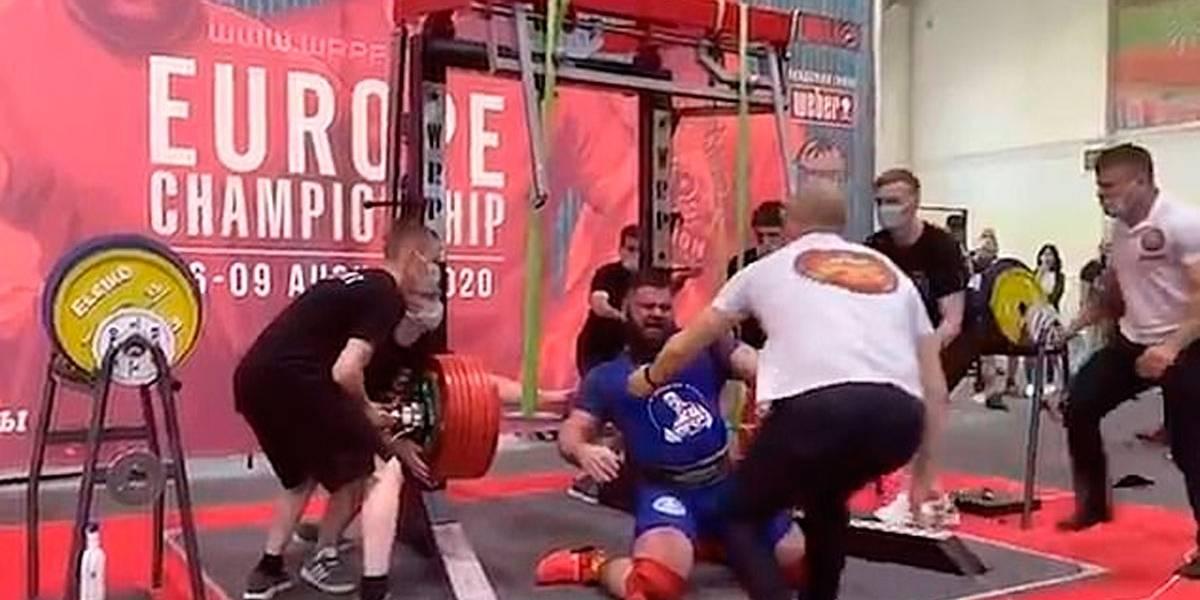 Vídeo mostra levantador de peso quebrando joelhos na tentativa de levantar 400 kg