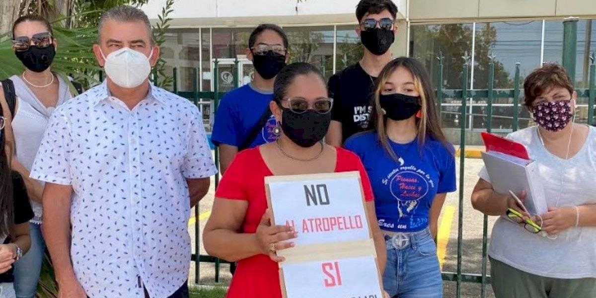 Protestan frente a Educación por desmantelar escuela en Vega Alta en medio de la pandemia