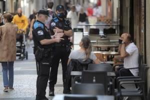 https://www.metroecuador.com.ec/ec/noticias/2020/08/14/espana-cierra-ocio-nocturno-prohibe-fumar-sin-distancia-seguridad.html