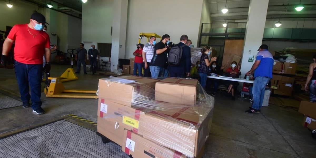 Encuentran urna con papeletas en una cancha en Arecibo