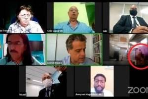 Gafe: casal aparece fazendo sexo em videoconferência com vereadores