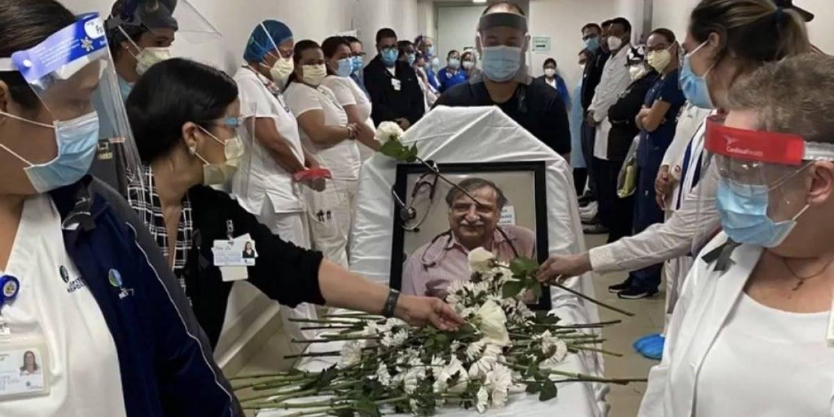 Hacen último recorrido simbólico de doctor que murió de Covid-19