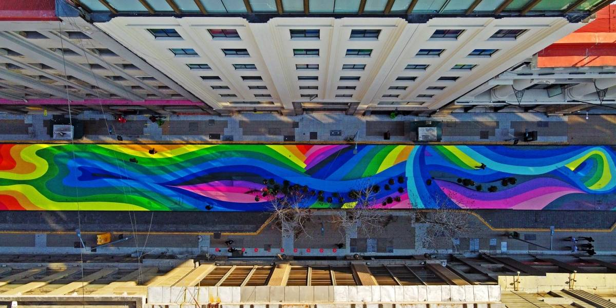 Santiago emperifollado para la transición: calle Bandera luce sus colores renovados