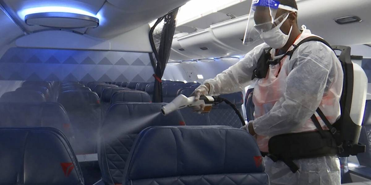 Aerolíneas insisten en que los vuelos son seguros, pero pocos las escuchan