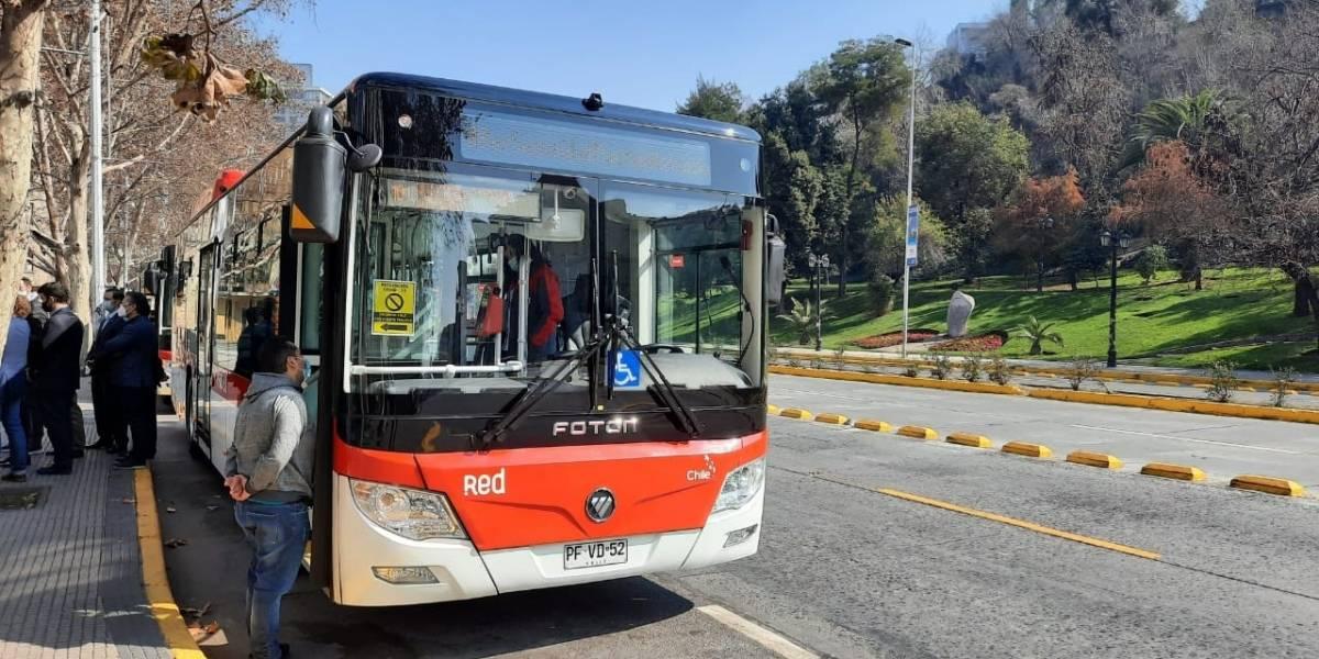 Más de un centenar de buses eléctricos se suman a la locomoción pública de Santiago