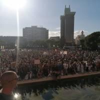 España: Unas 3.000 personas sin distanciamiento y mascarilla protestan contra las medidas frente al coronavirus