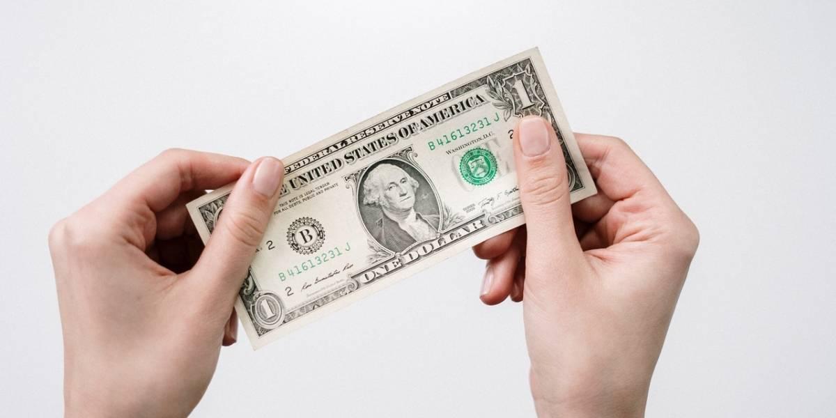 Dólar inicia semana em alta por tensão no mercado e fecha segunda a R$ 5,51