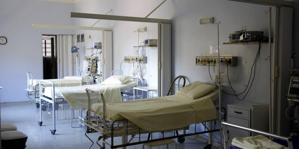 Mujer se disfrazó de enfermera para ver a sus padres con COVID-19