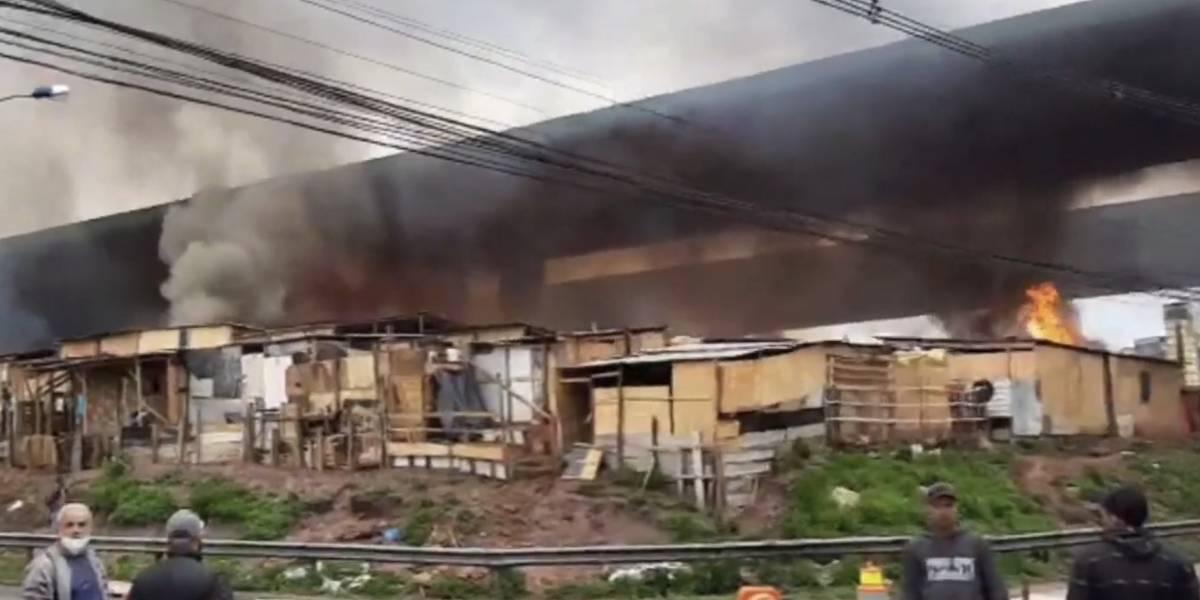 Moradores de comunidade protestam com fogo à reintegração de posse em Diadema
