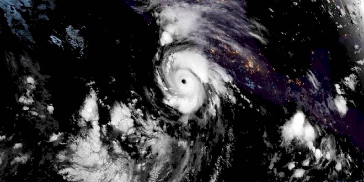 Se fortalece el huracán Genevieve a categoría 4