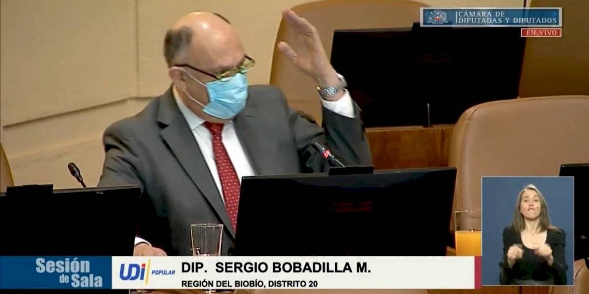 """Diputado Sergio Bobadilla (UDI): """"Yo creo que el plebiscito más seguro es el que no se hace"""""""