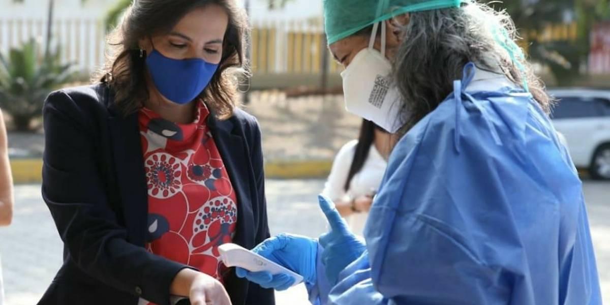 María Paula Romo dice que el envío de estudiantes a clases presenciales será voluntario