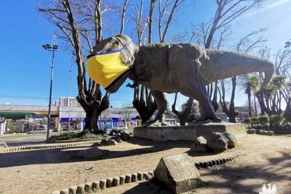 En Concepción hasta los dinosaurios usan mascarillas