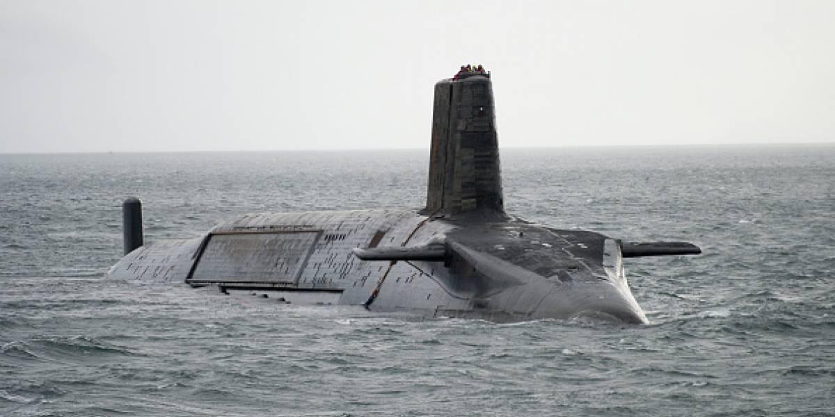 Imágenes satelitales muestran a un submarino chino entrando en una base subterránea