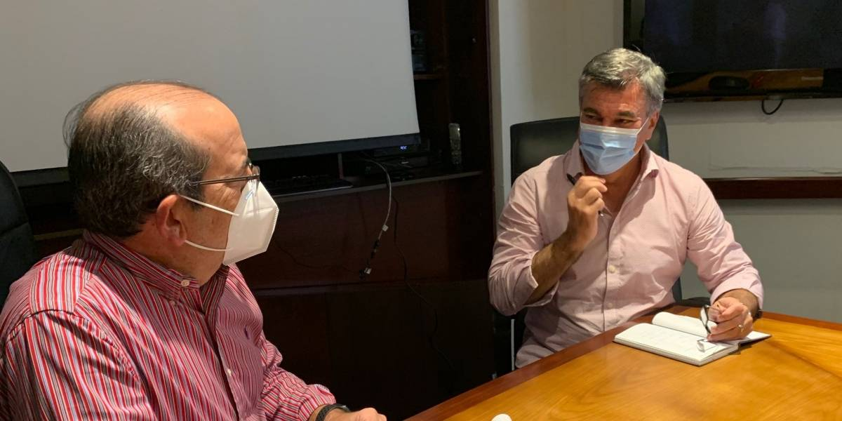 With masks, Charlie Delgado and Acevedo Vilá polish campaign strategies
