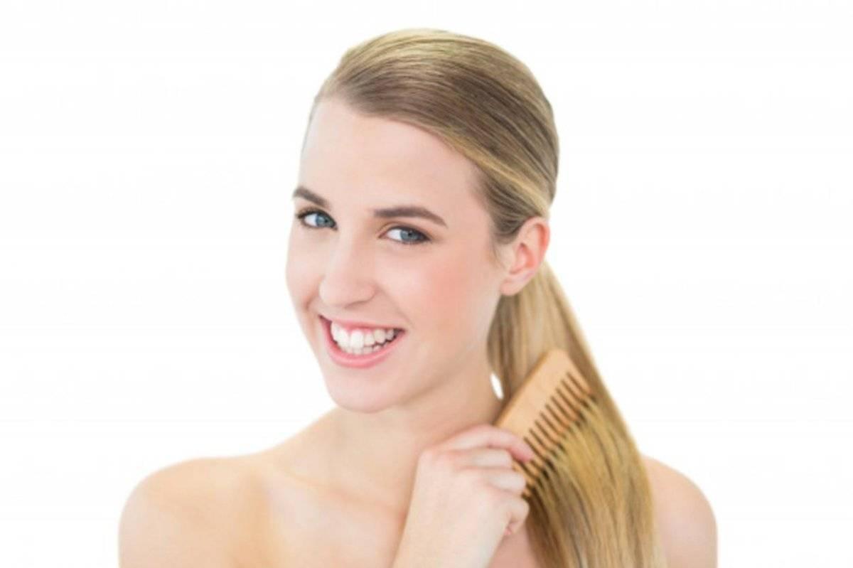Péinate el cabello con sutileza