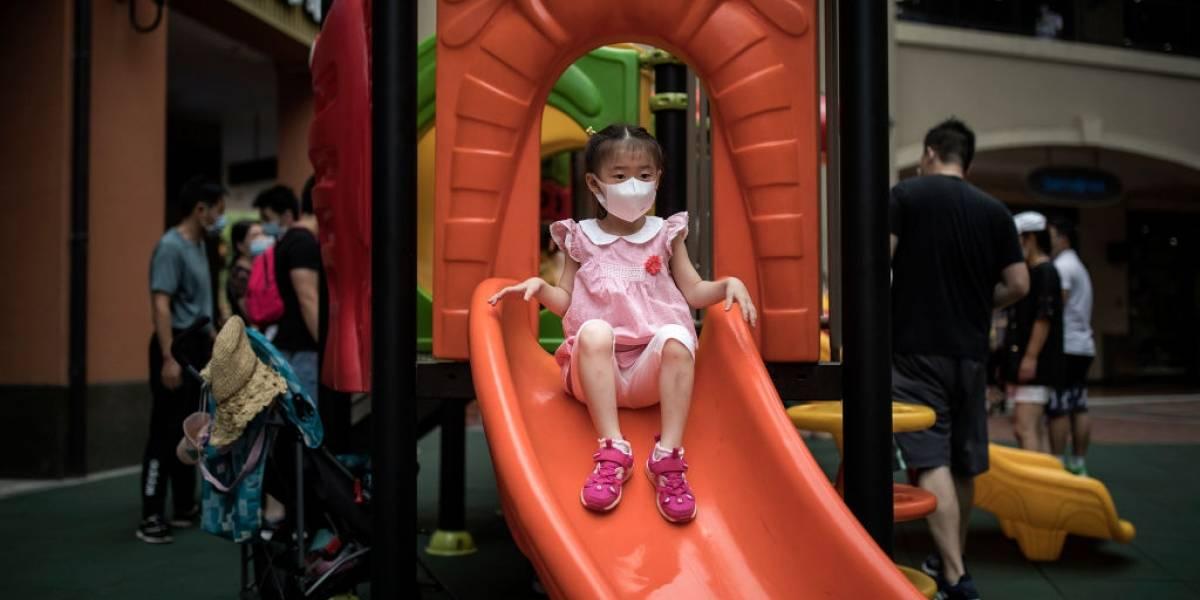 Atención padres: OMS recomienda uso de mascarilla para niños sólo a partir de los 12 años