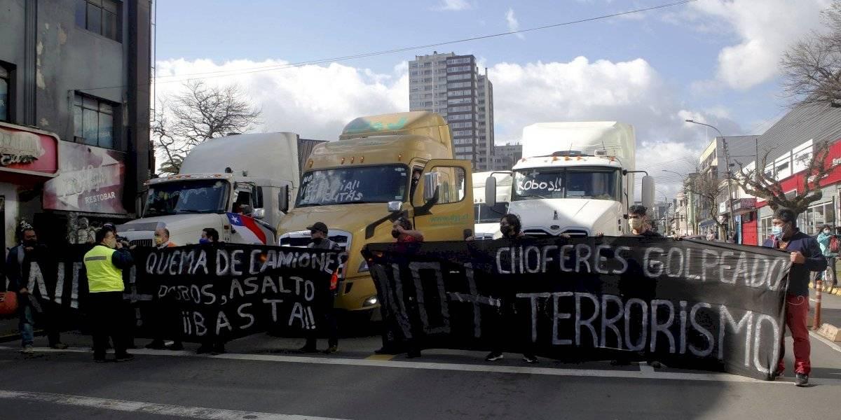 """Camioneros del sur anuncian manifestación desde Arica a Punta Arenas: """"No es posible que hoy día tengamos una niña baleada"""""""