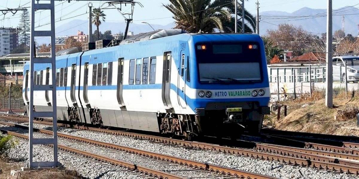 """Anita Tijoux contra los camioneros: """"Trenes para todo Chile"""""""