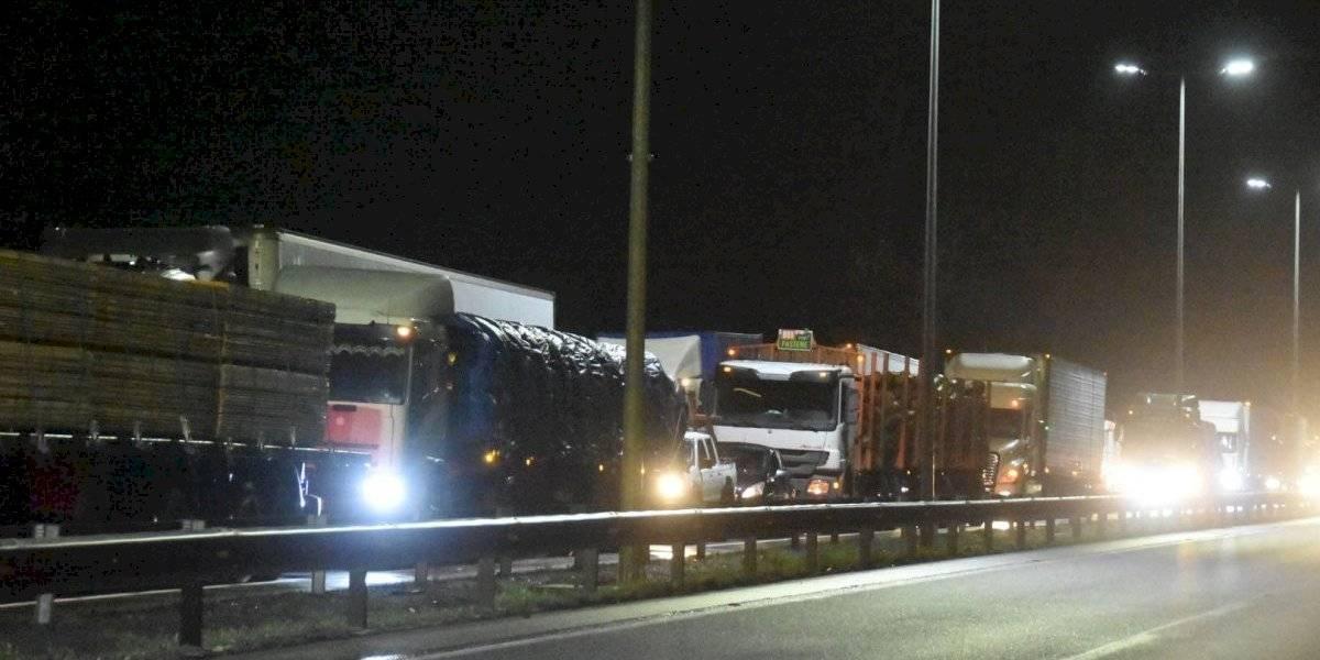 La Araucanía: balacera mantiene cortada la Ruta 5 después de anuncio del paro de camioneros