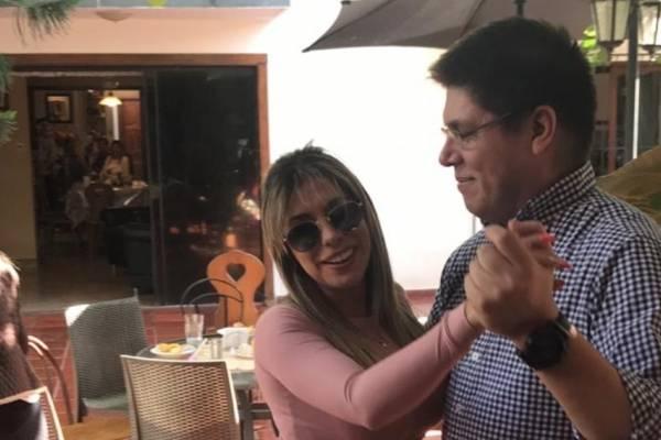 Viceministro de salud de Paraguay renuncia tras participar en fiesta con modelos sin distanciamiento social