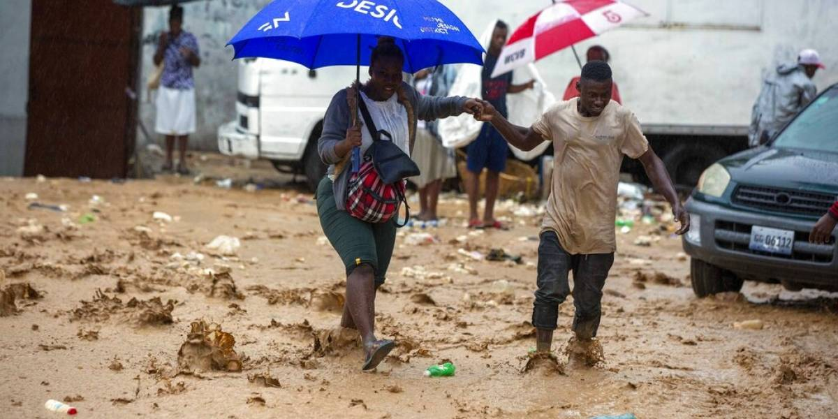 Tormenta tropical Laura recorre Cuba y toca 2 veces tierra