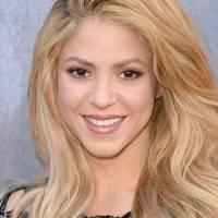 Shakira muestra cómo lucir elegante y cómoda con leggings de cuero y un blazer platinado