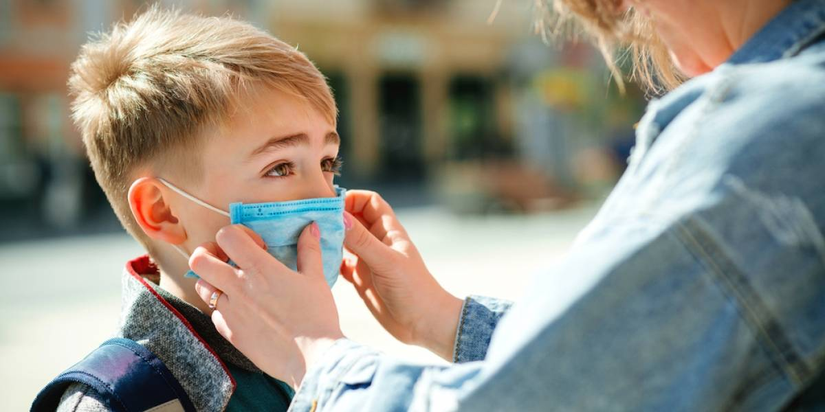 OMS hace una nueva recomendación: niños y niñas entre 6 y 11 años también deben usar mascarillas