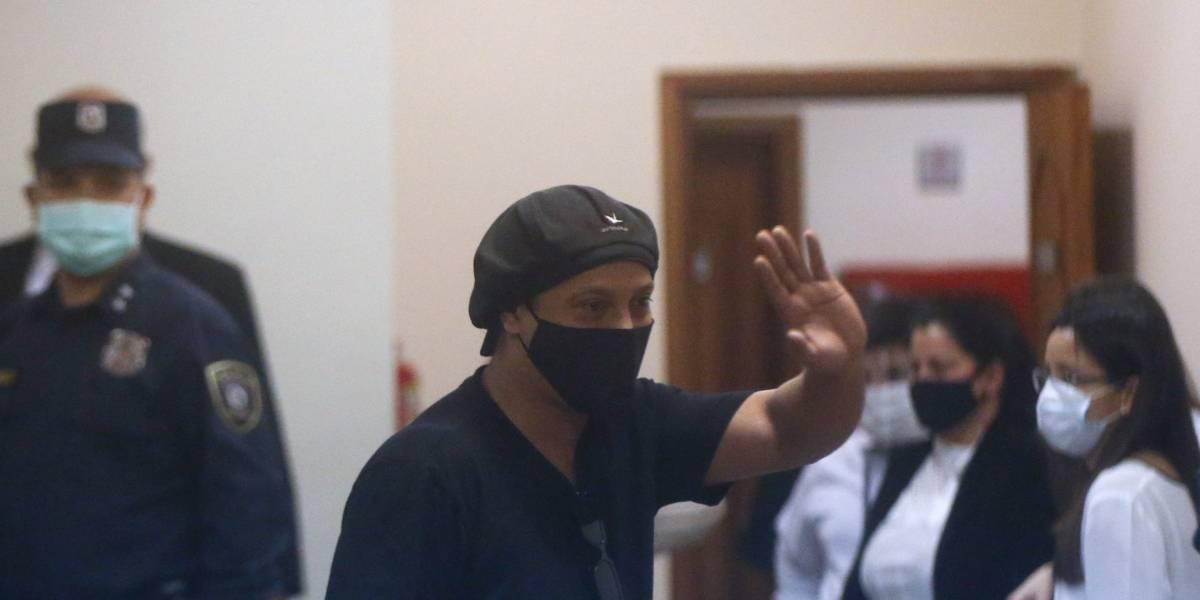 Ronaldinho queda en libertad tras cinco meses preso en Paraguay